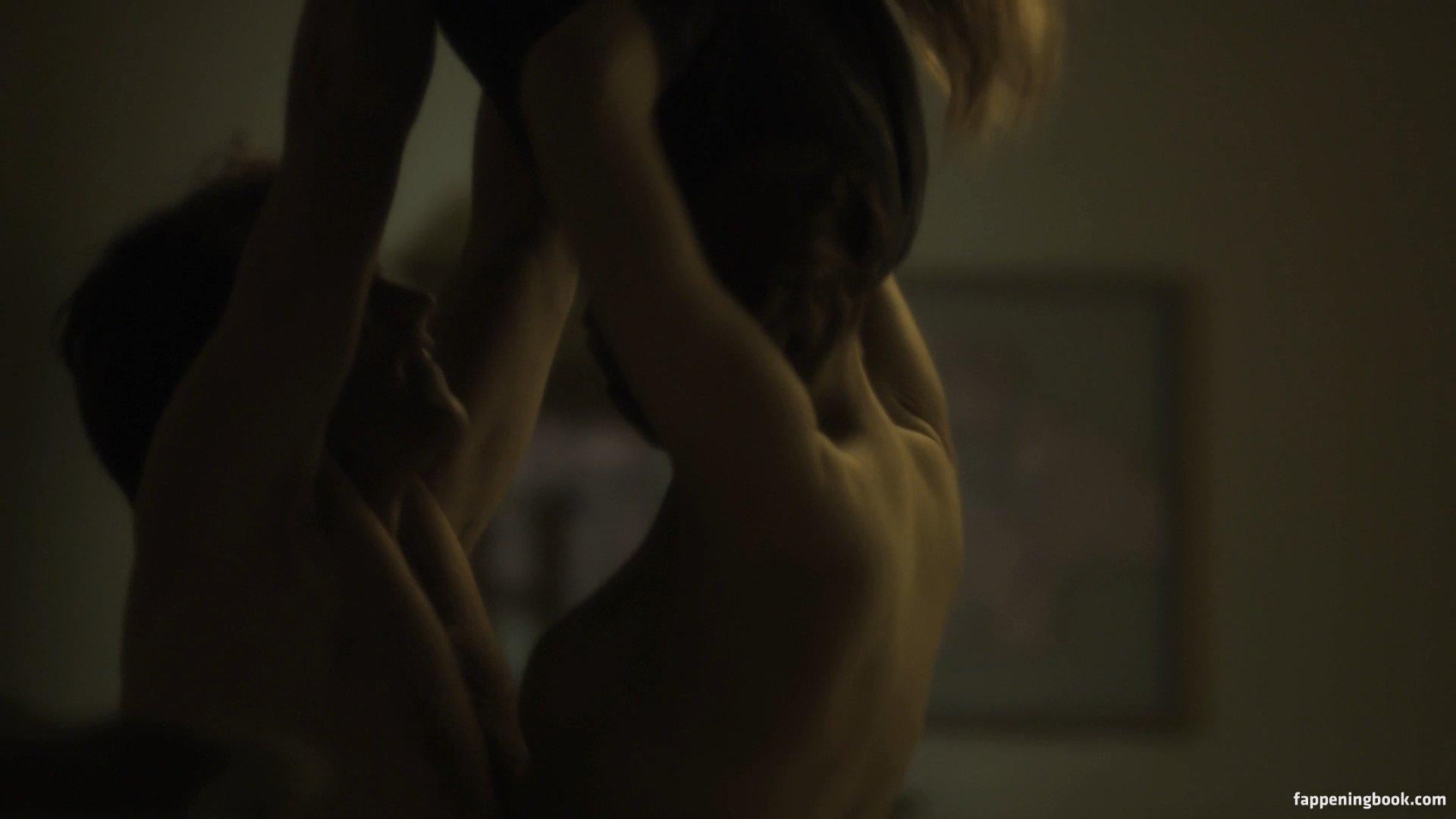 Naked rachelle lefevre Rachelle Lefevre