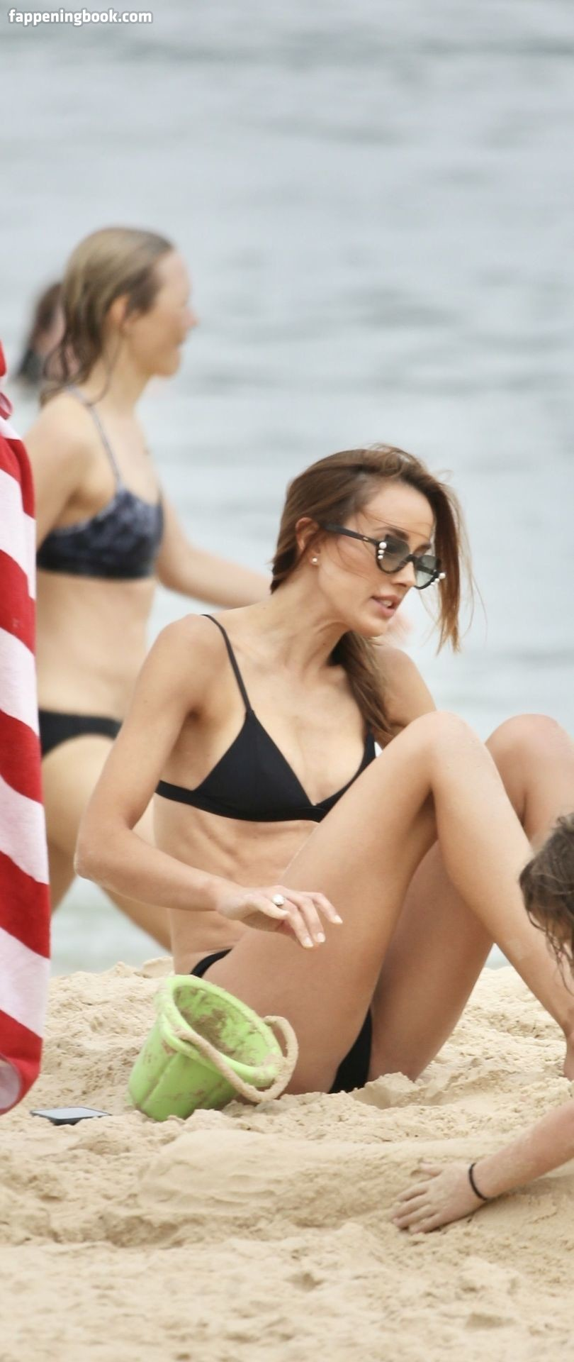 Nackt Rebecca Judd  Rebecca Judd