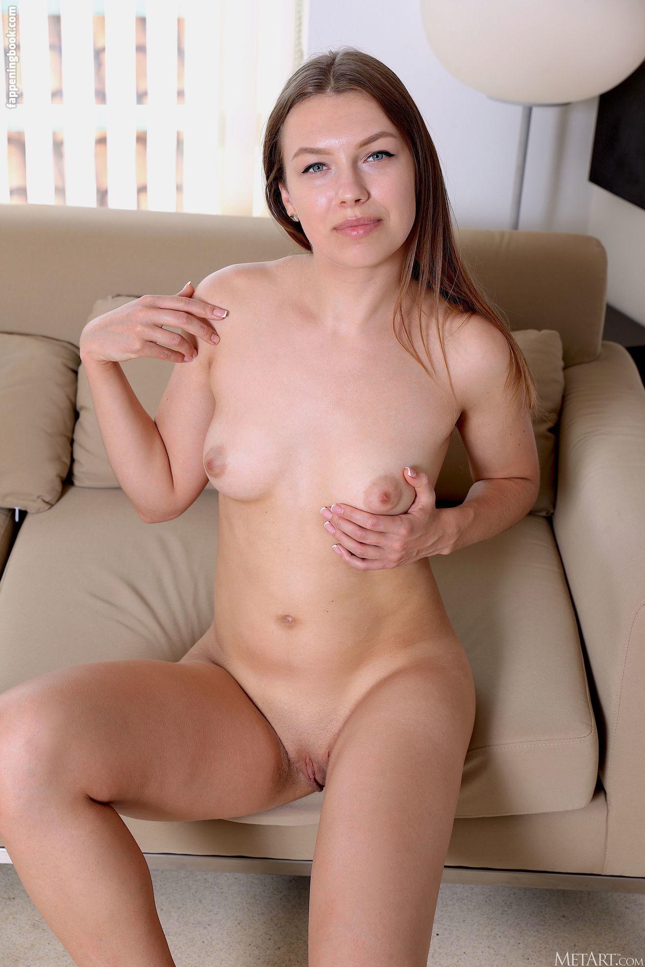 Regina Swift Nude
