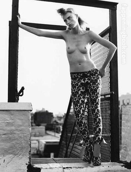 Angelina Havusinner  nackt