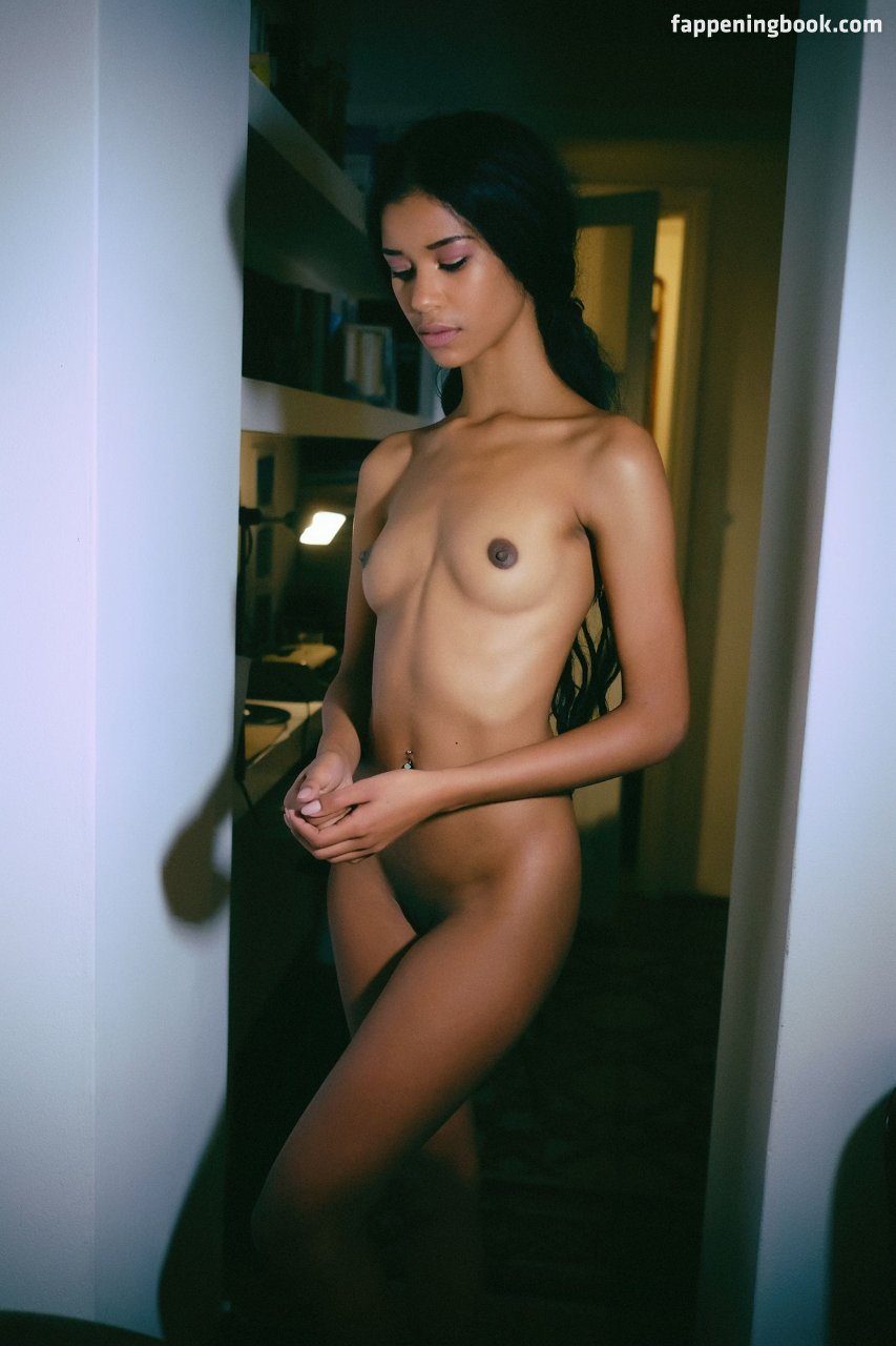 Jacqueline Rodriguez  nackt