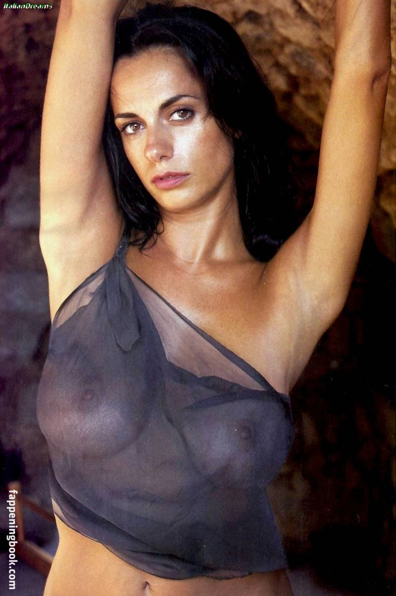 nackt Brescia Rossella Public Nudity
