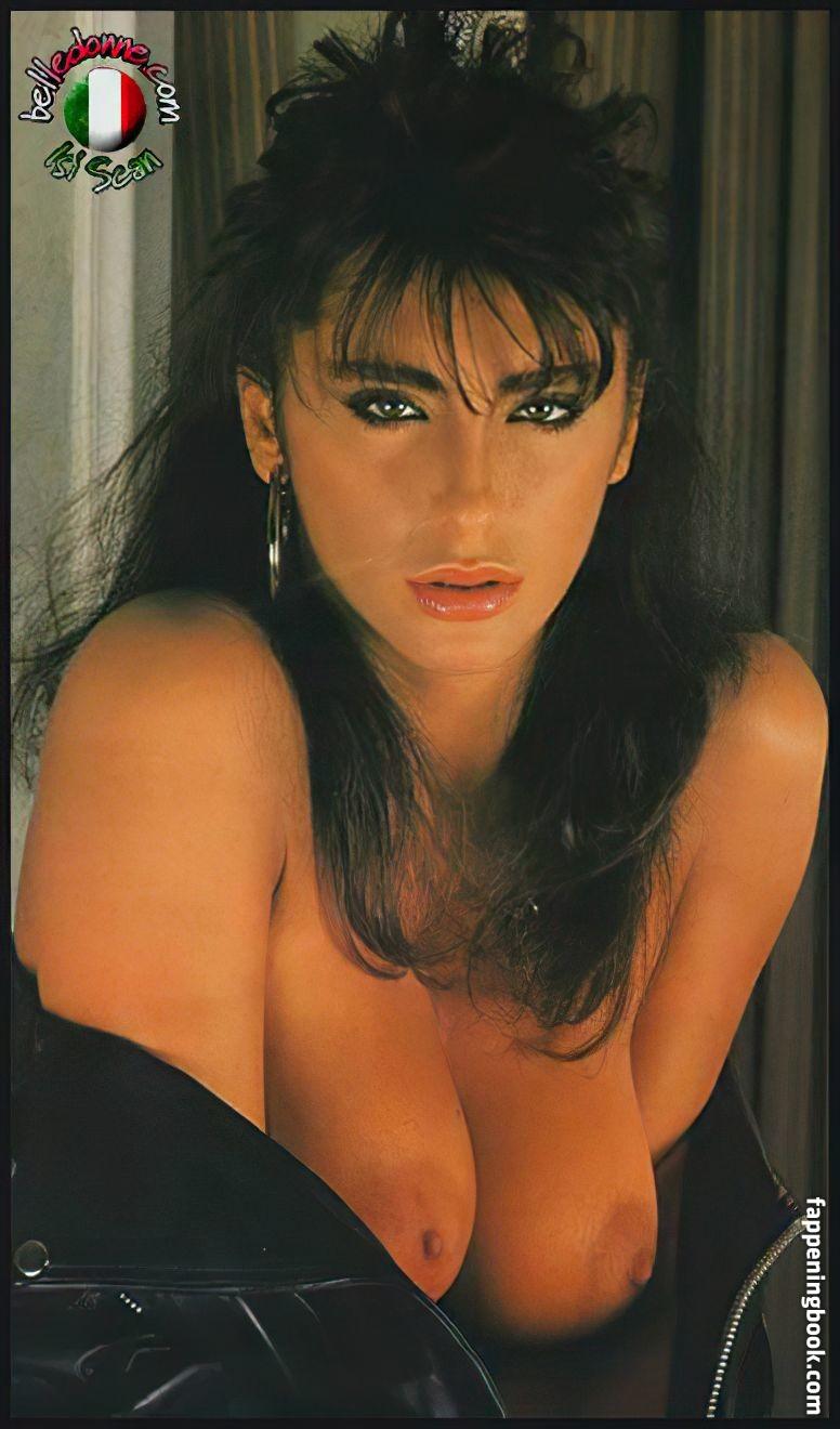 nackt Fara Selena Selena Gomez
