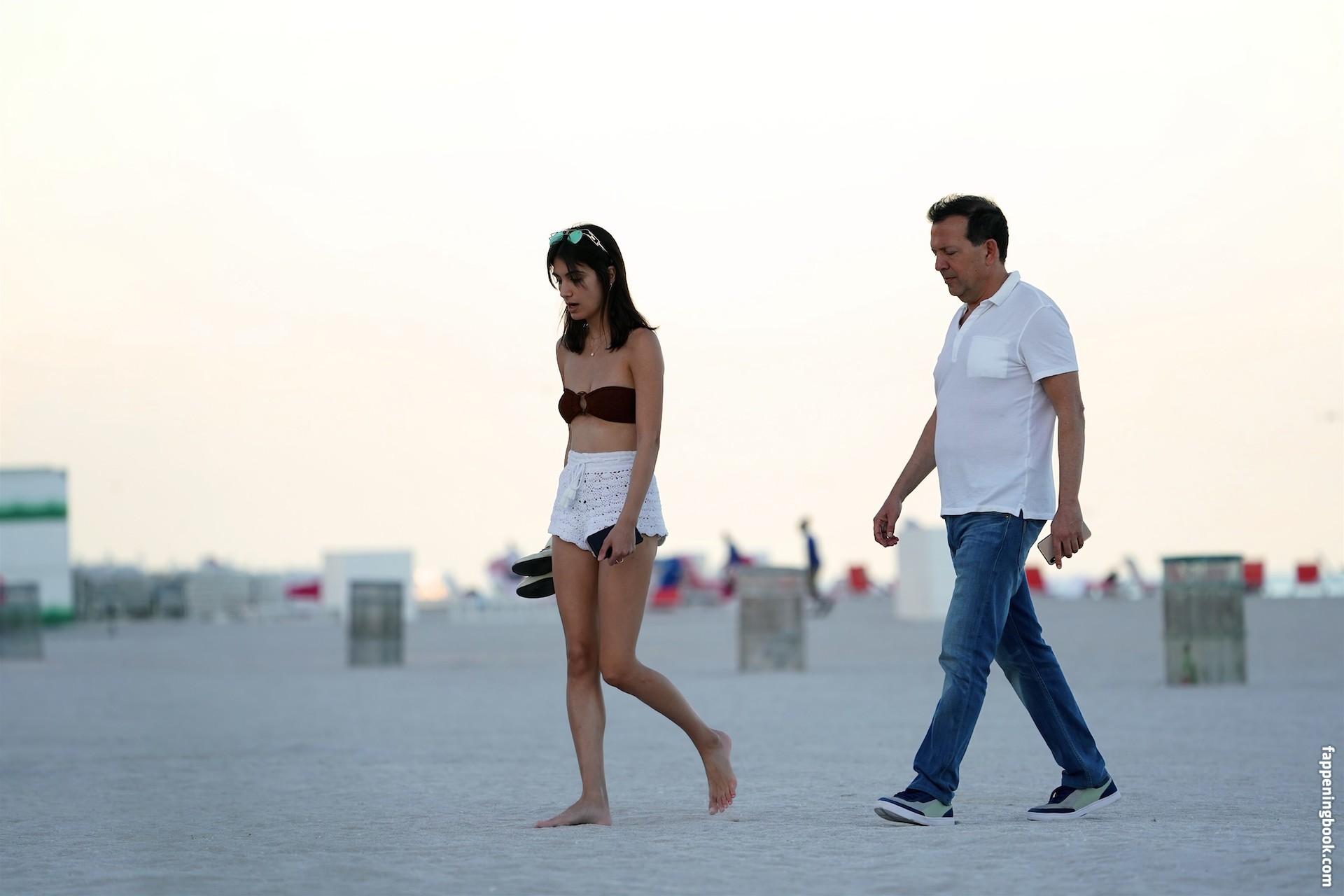 Cohen nackt Samantha  Actress Christina