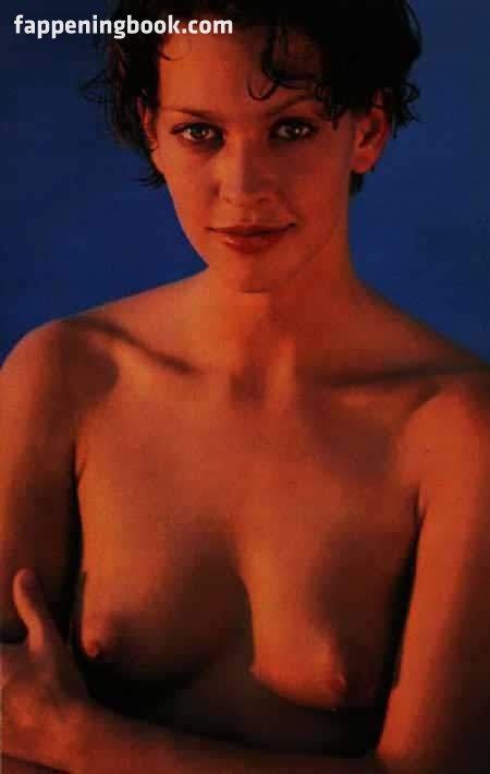 Michelle Hurd  nackt