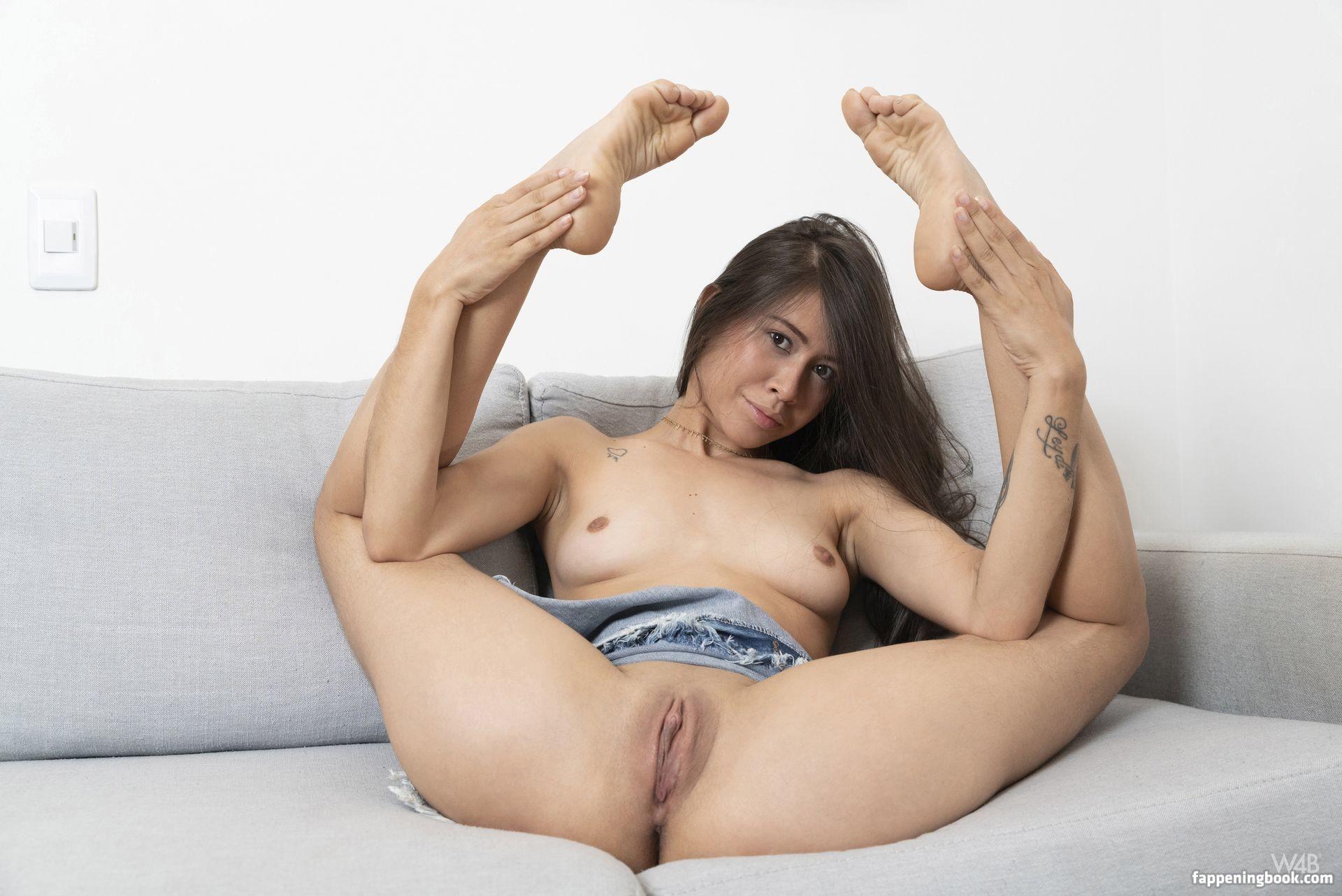 Sara Bellum Nude