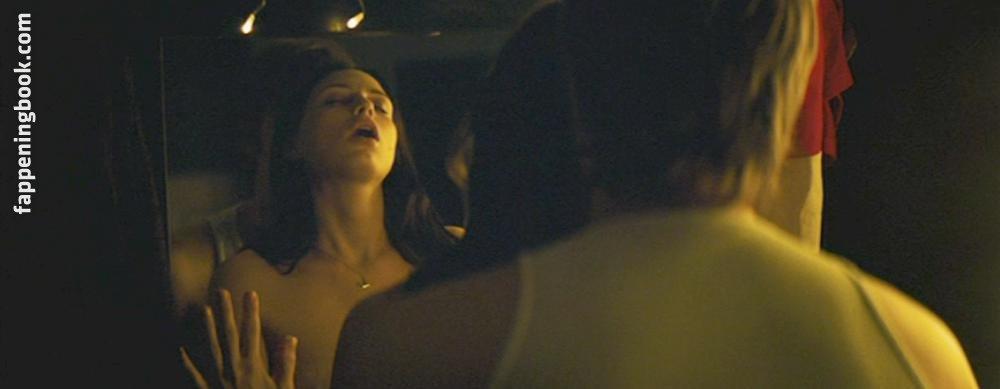 Sara Foster Nude