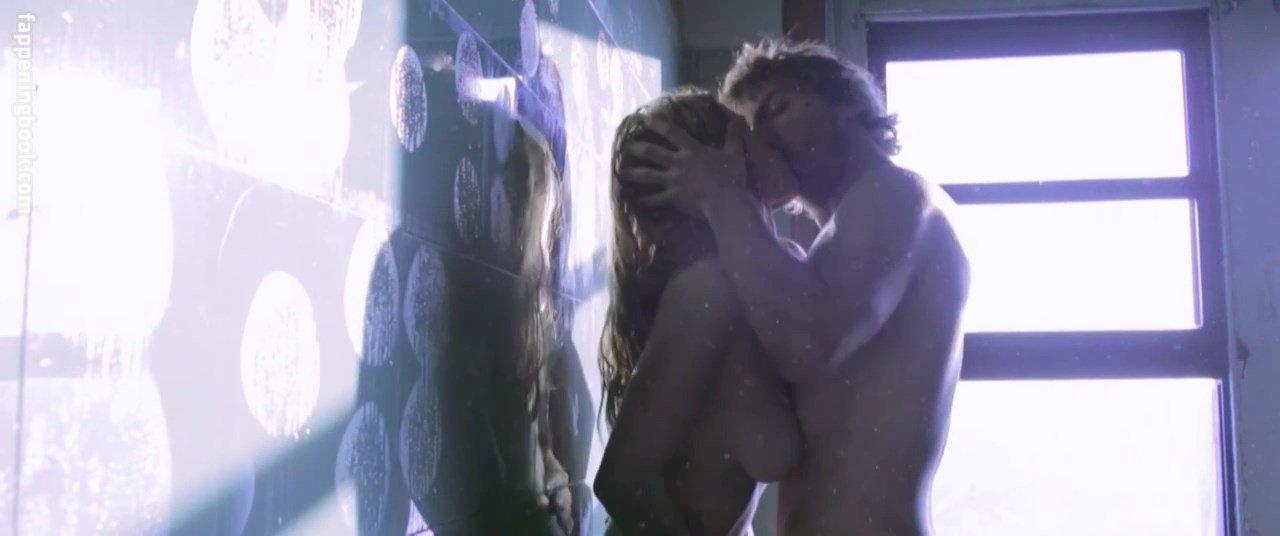 Sara Gorsky Nude