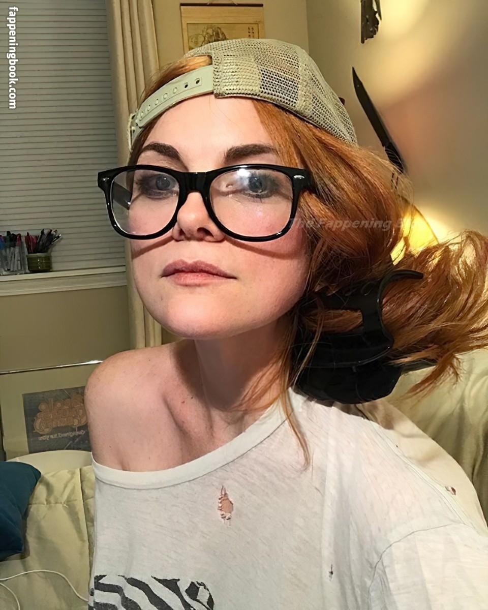 Sarah Beattie Nude