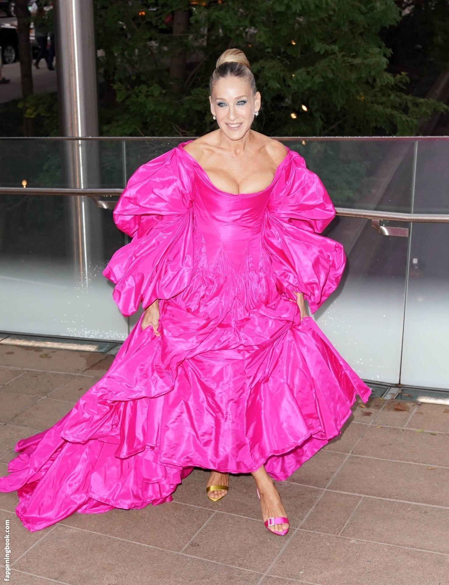 Sarah Jessica Parker Paparazzi Great Cleavage Photos