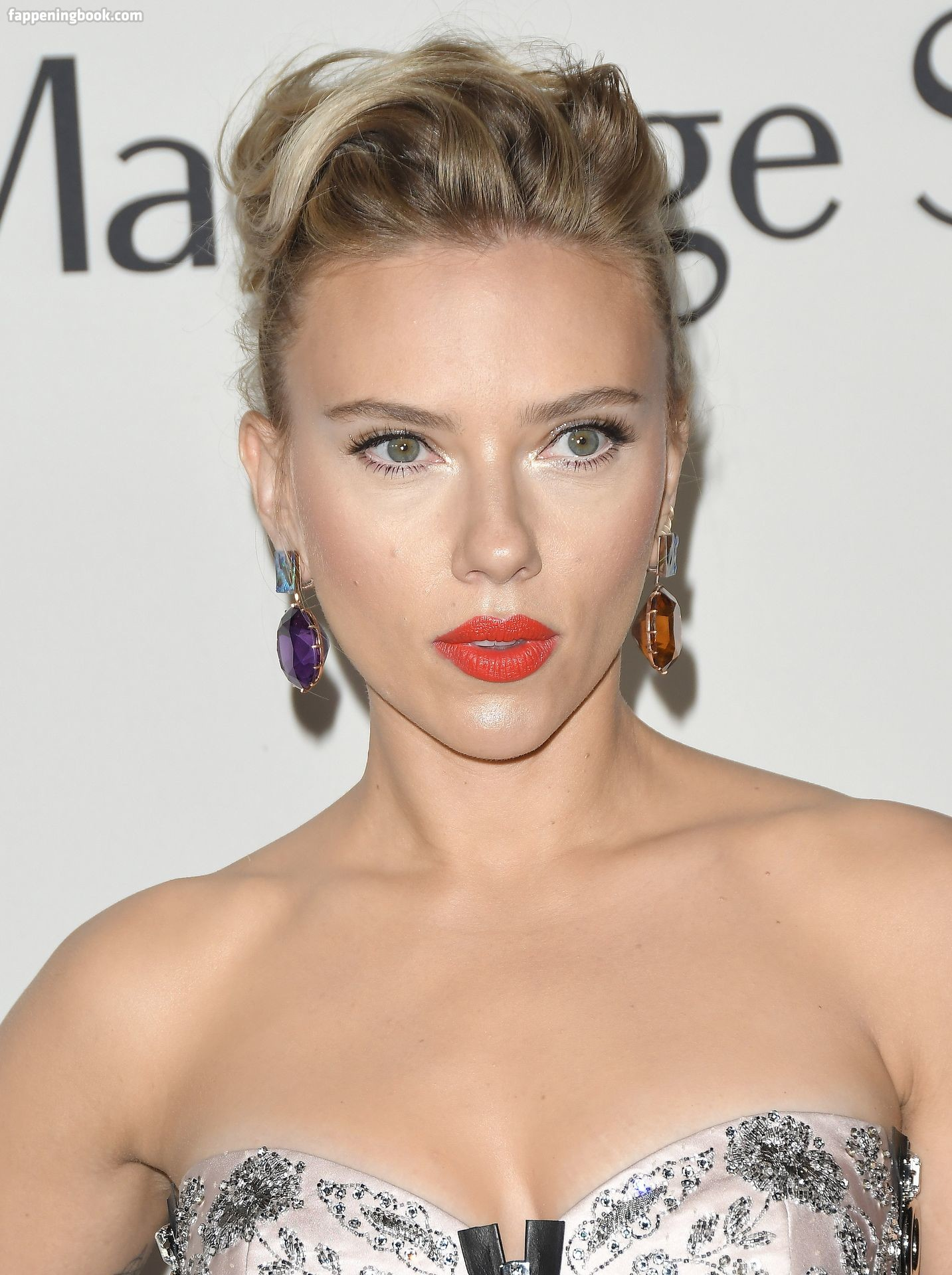 Hots Scarlett Johansson And Nude Photos Gif