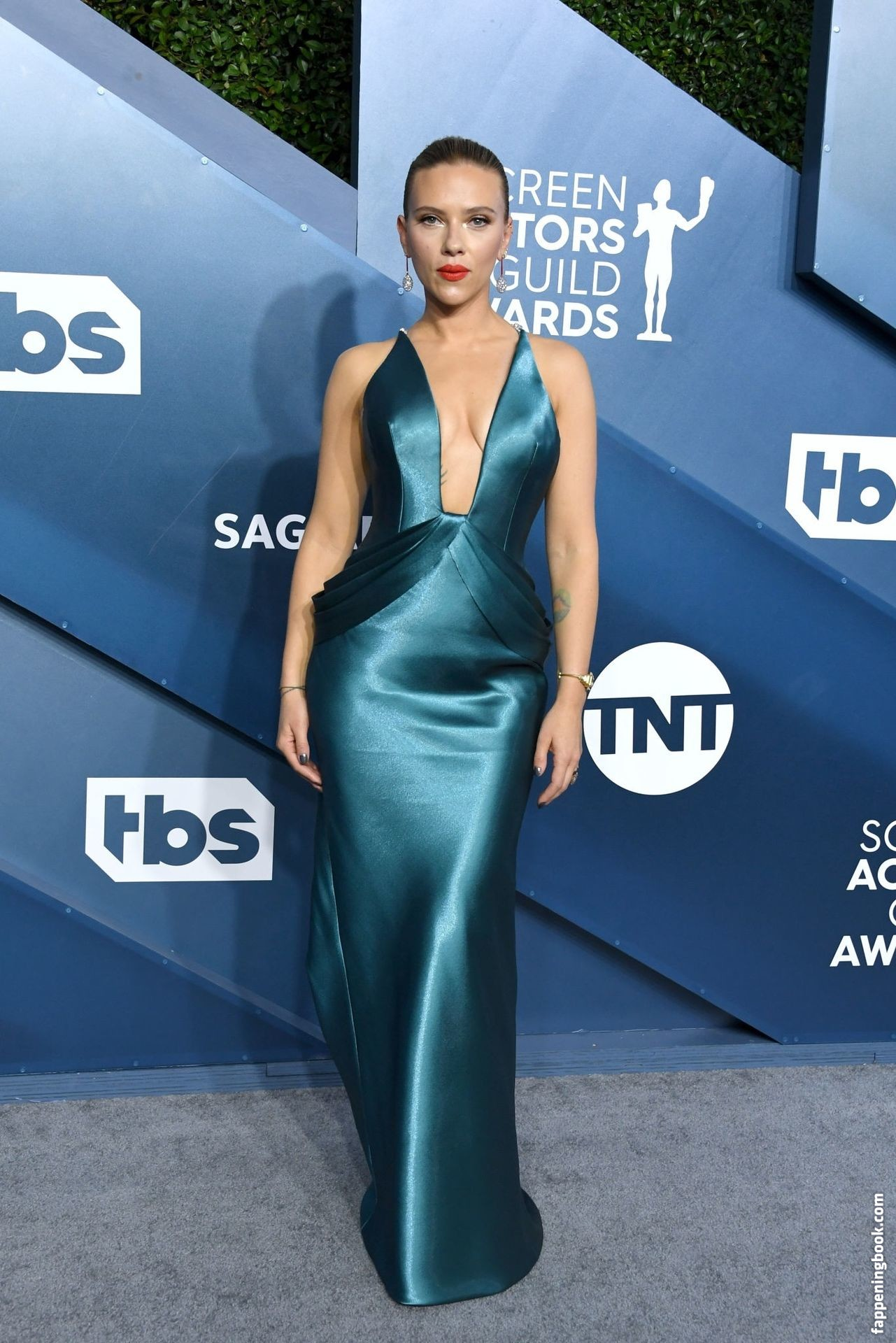 Scarlett Johansson Latest Hot Images,Wallpapers,Photos