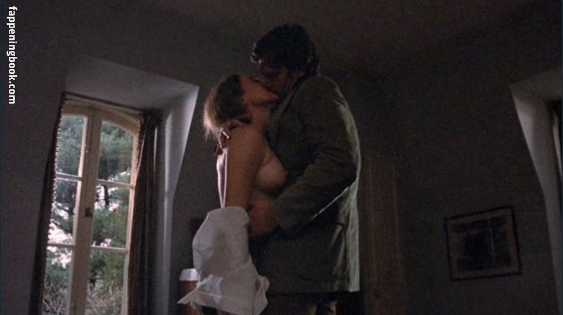Maclaine nude shirley MrSkin