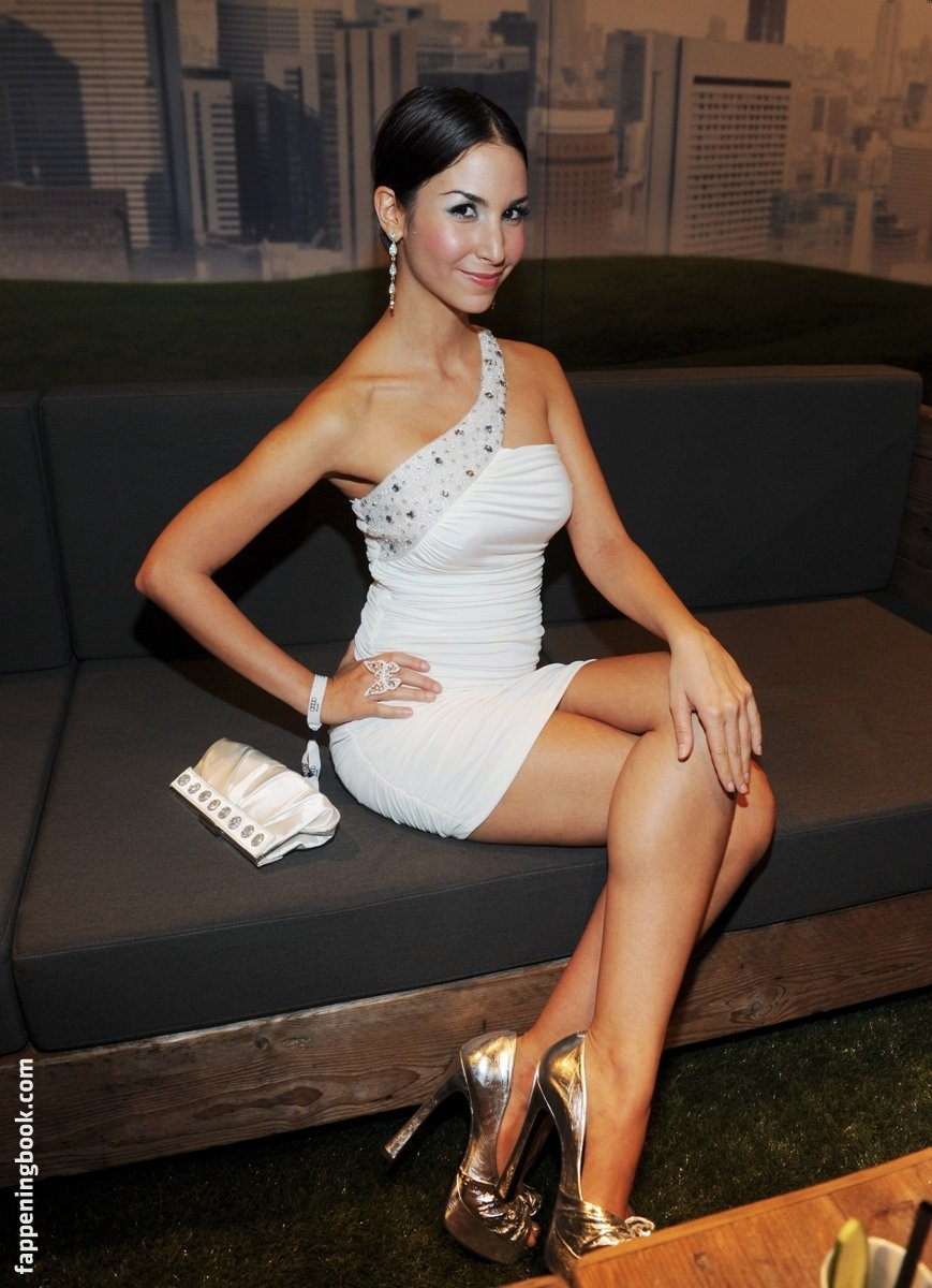 Sila Sahin Nude, Sexy, The Fappening, Uncensored - Photo
