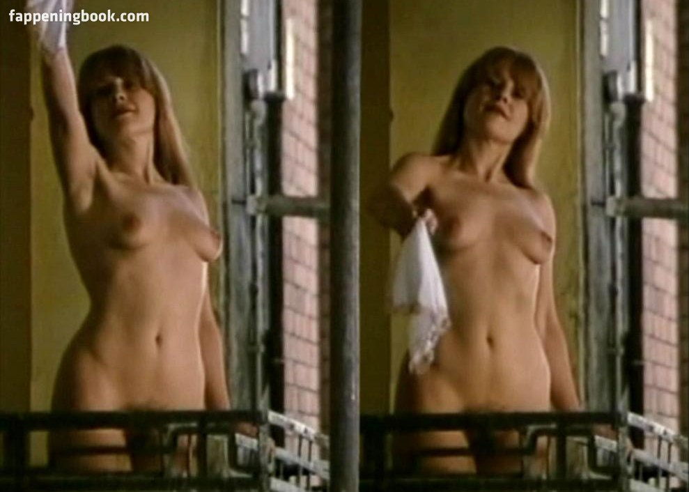 Julia Saly  nackt