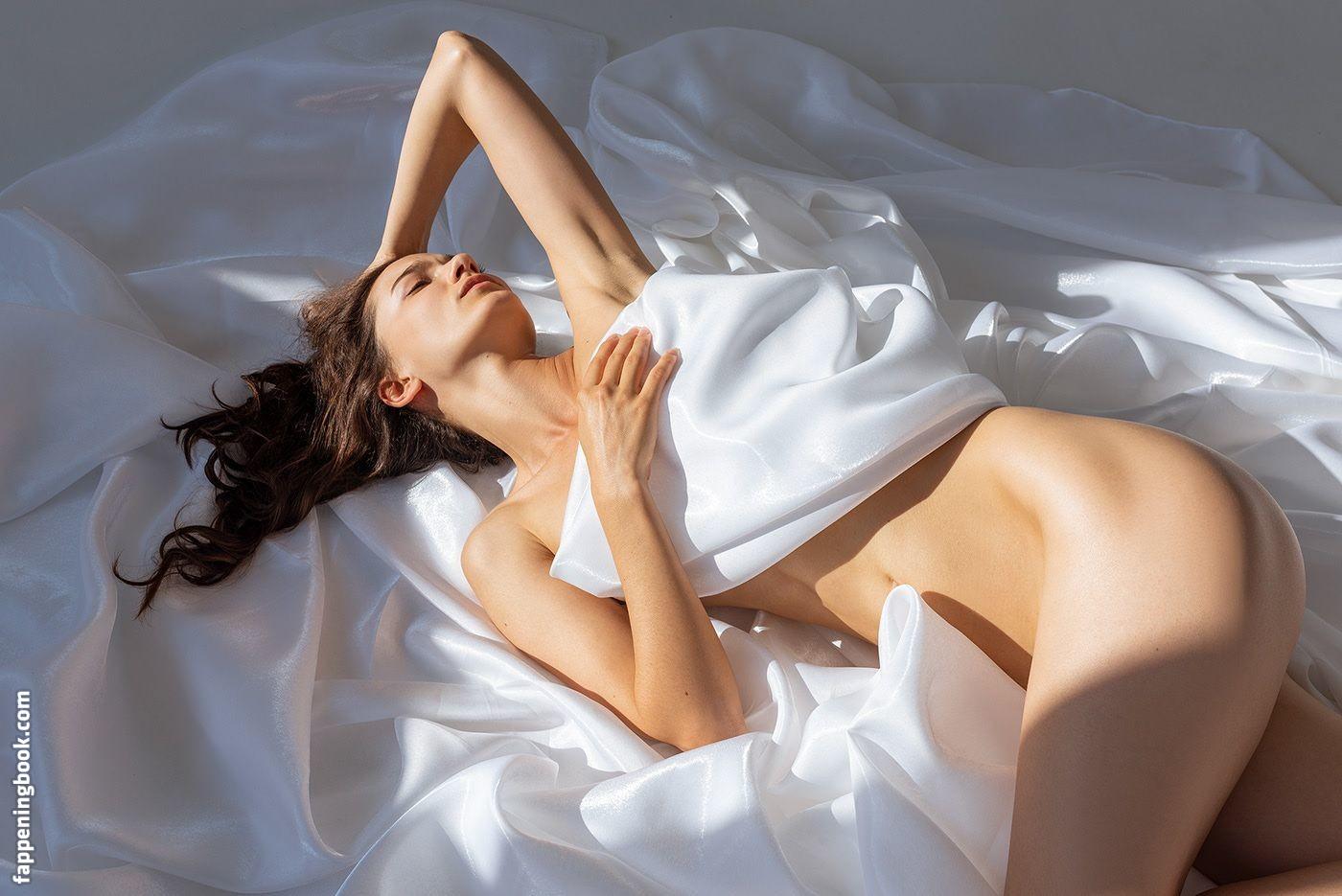 Dorelia Vasilescu  nackt