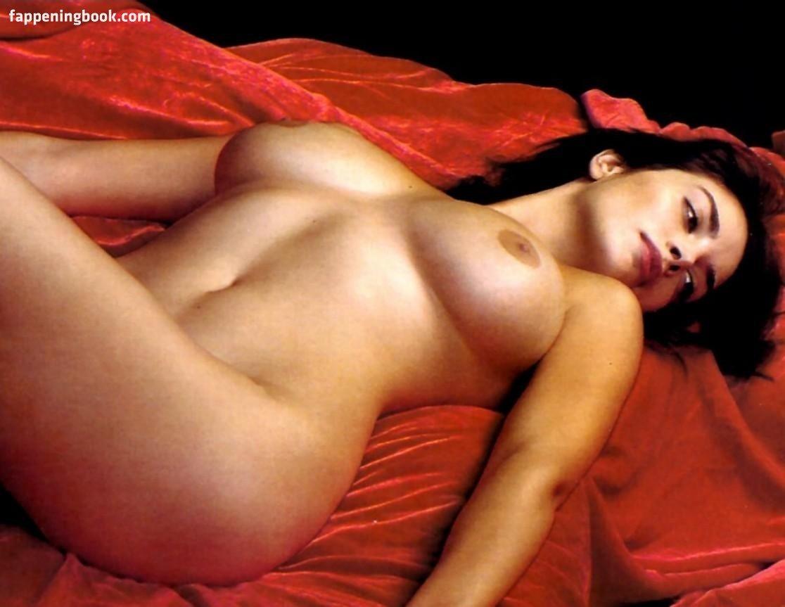 Elle Bowman  nackt