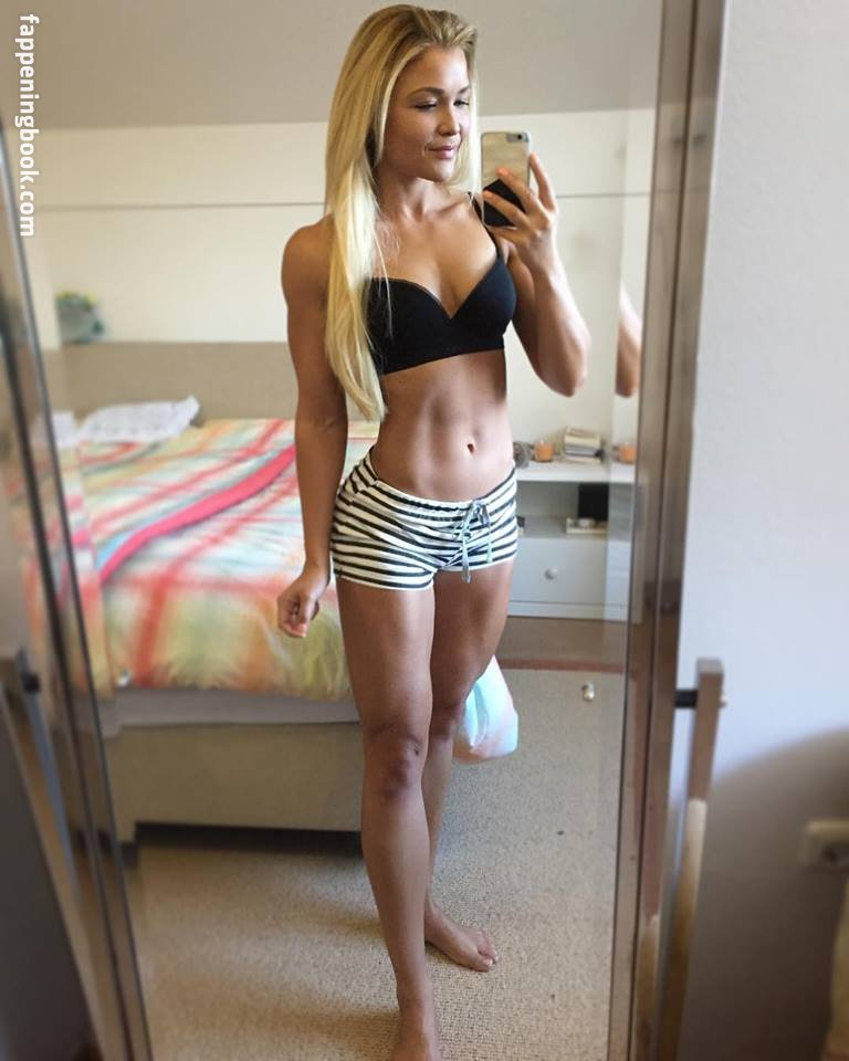 Sophia thiel naked
