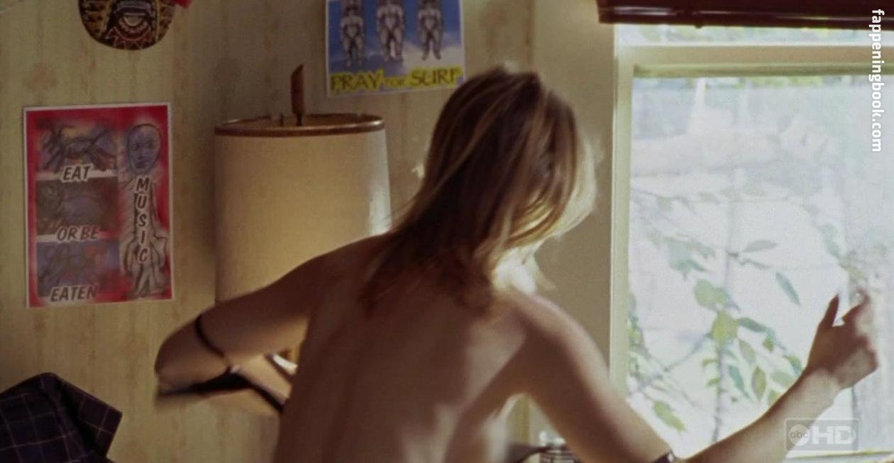 erika eleniak nude photos
