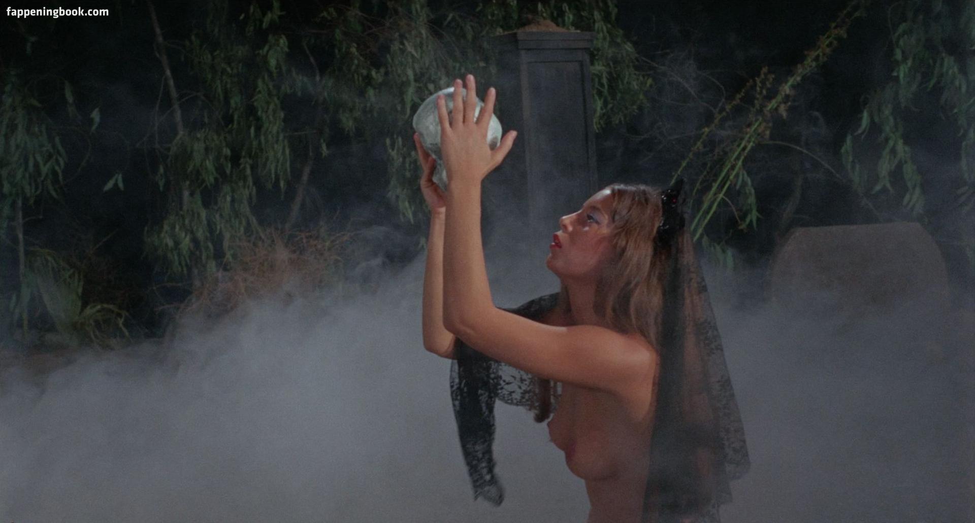 Stephanie Jones  nackt
