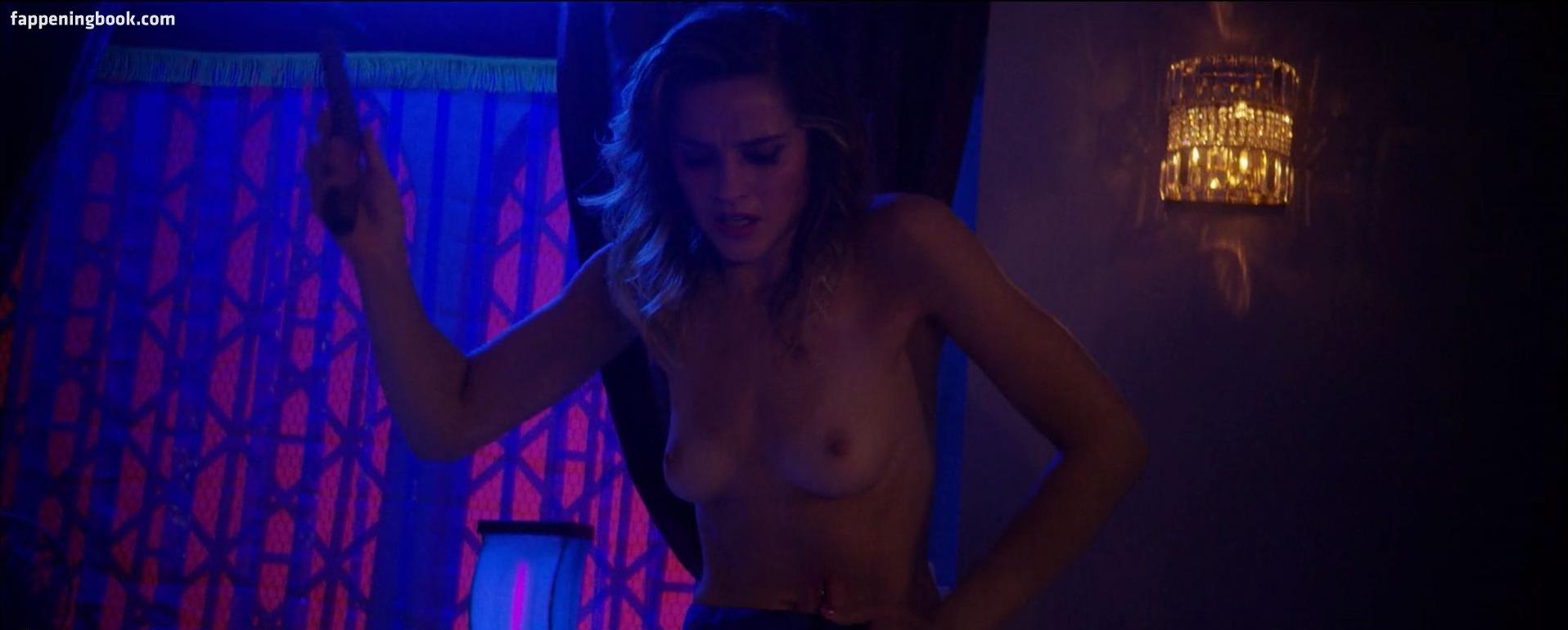 Julia nackt Schwarz Nude video