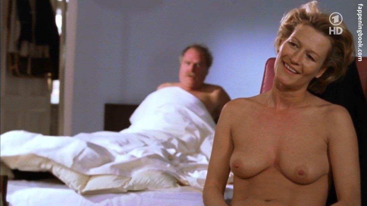 Nackt Suzzanna  Yahoo ist