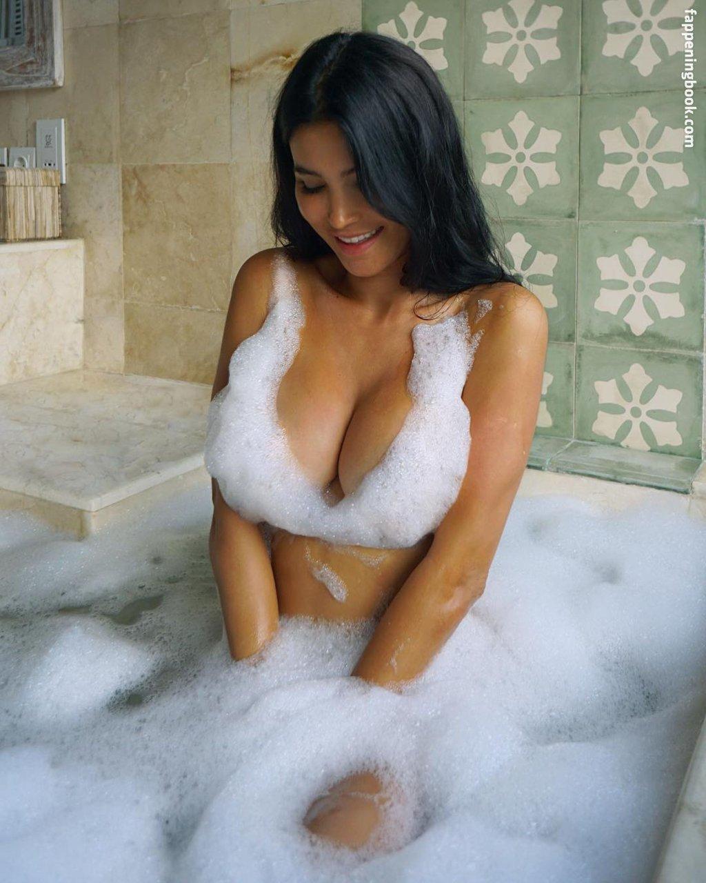 Sveta Bilyalova Nude