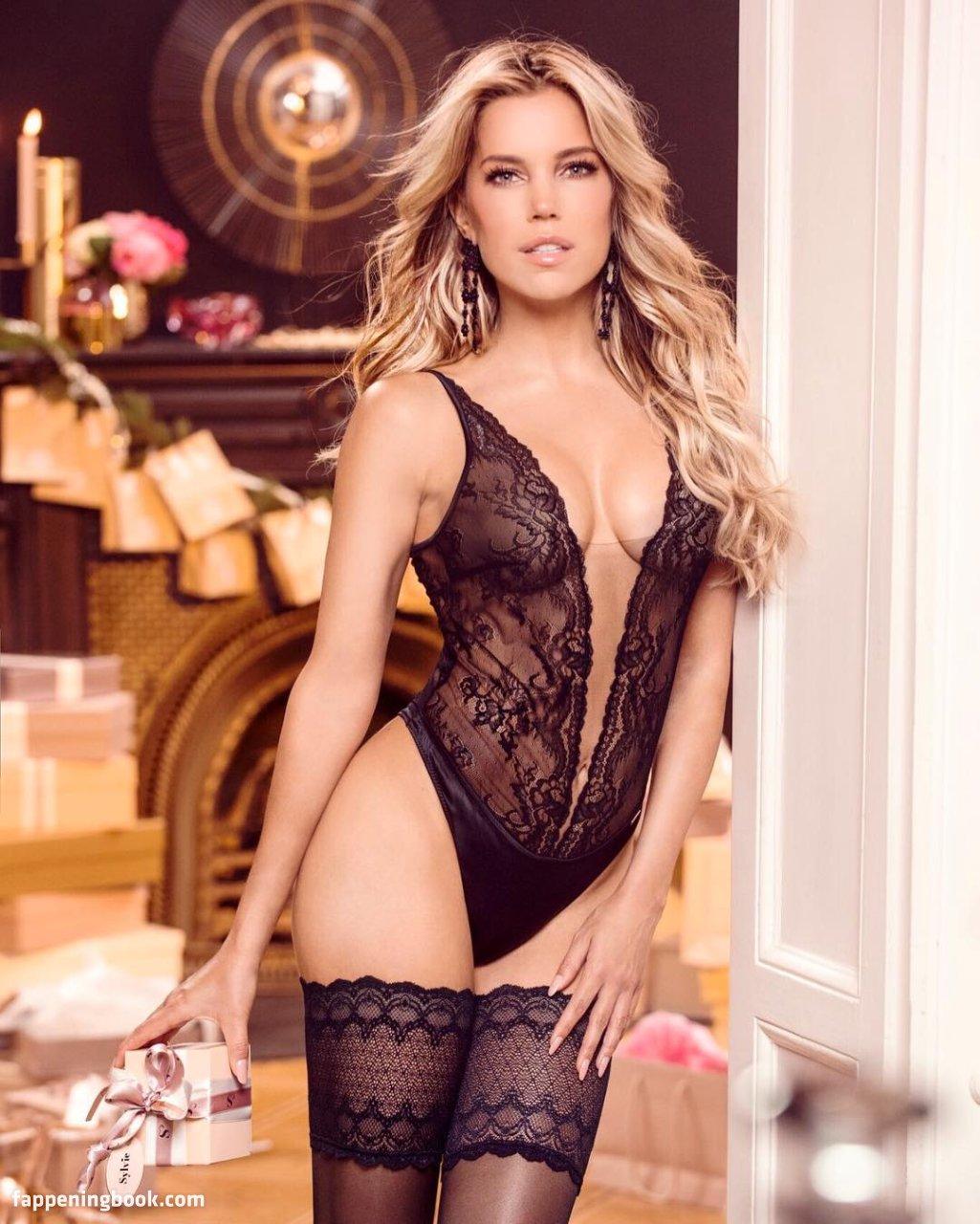 Nackt meis sexy sylvie Sexy Sylvie