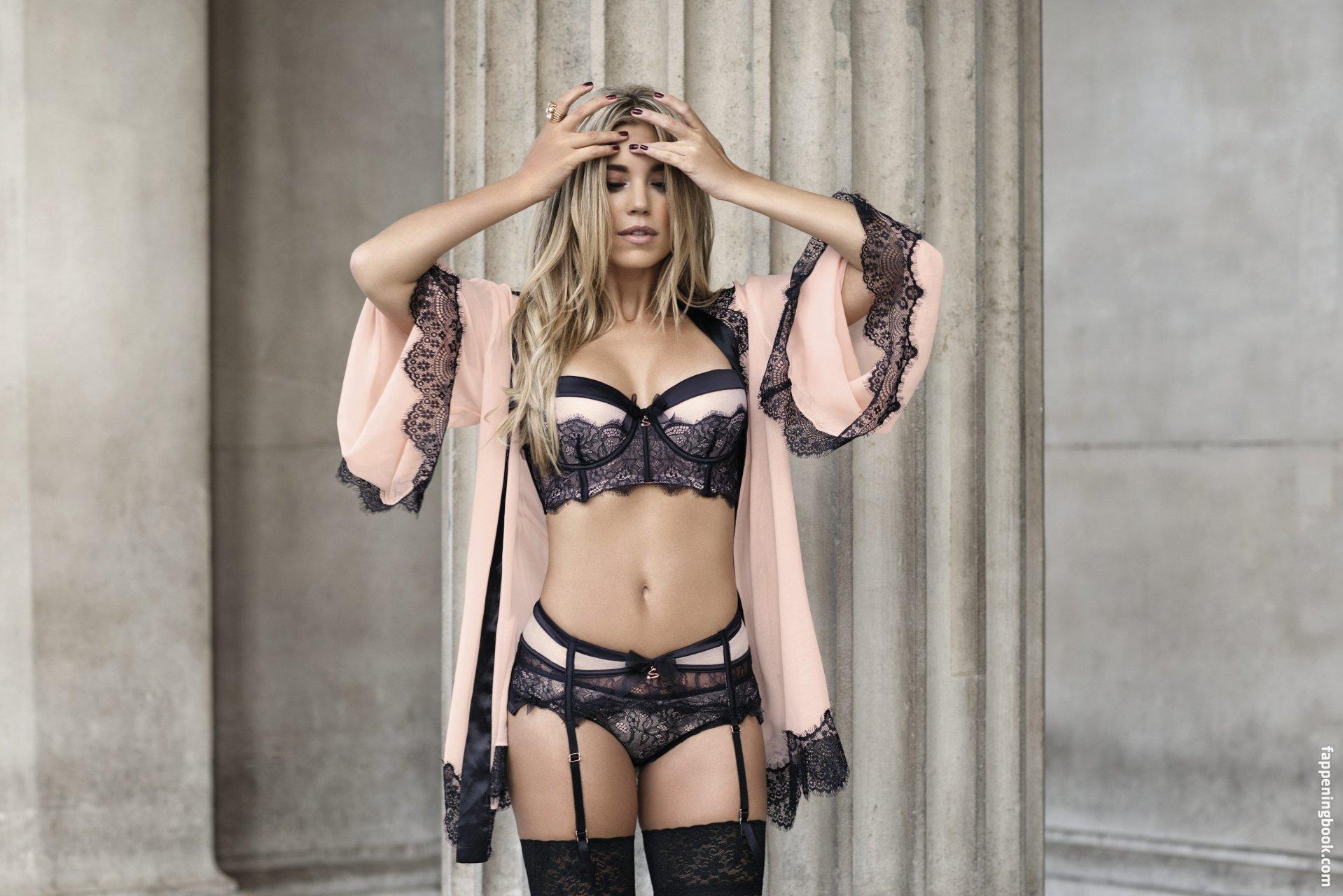 Micaela Schäfer Topless & Sexy (10 New Photos) | #TheFappening