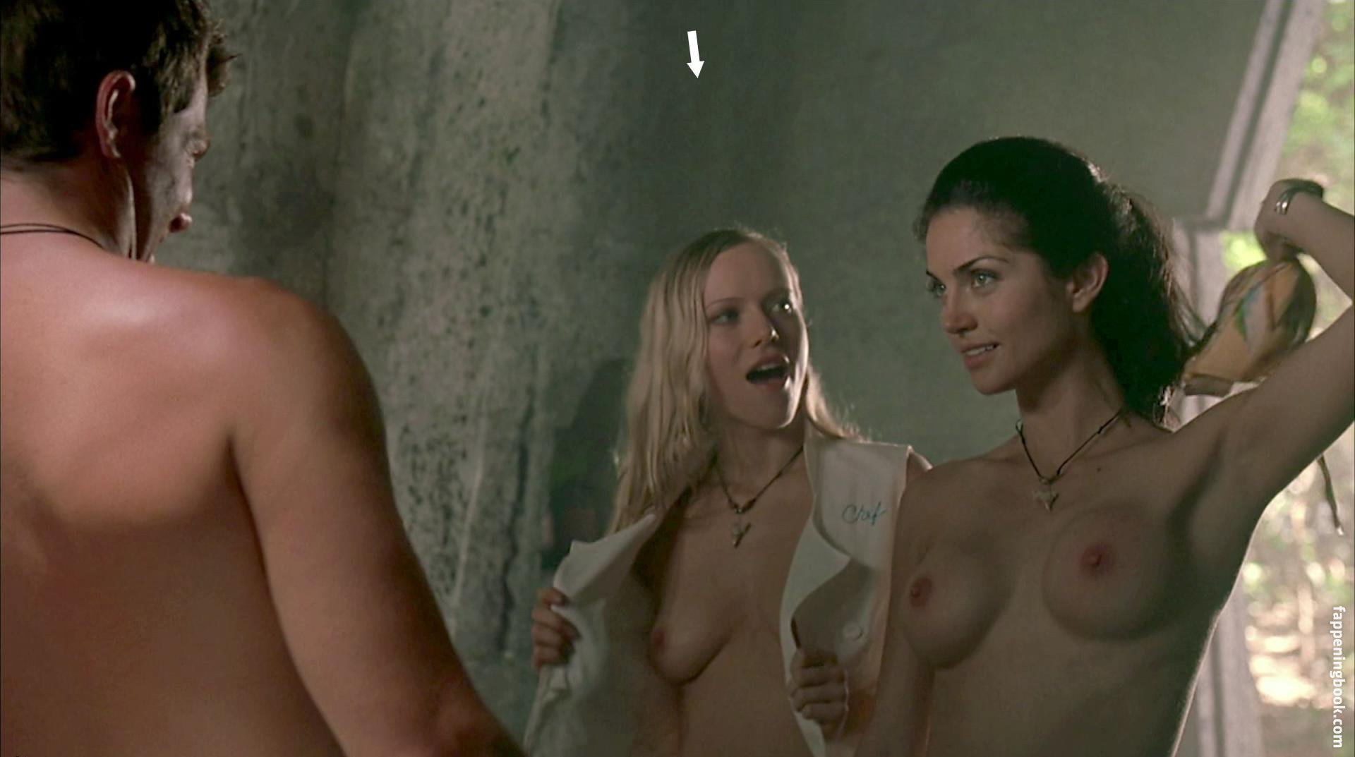 Adrienne Pierce  nackt
