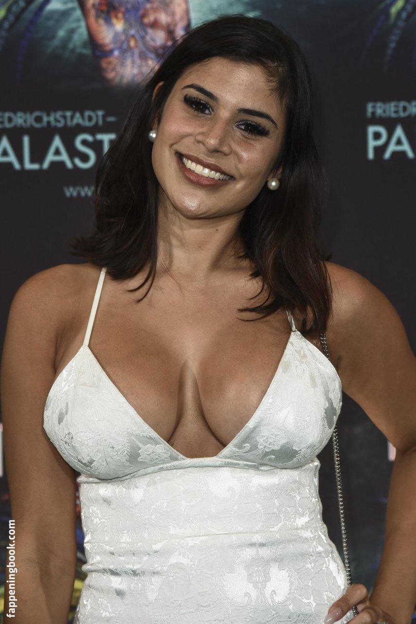 Dominika Kusnierczyk  nackt