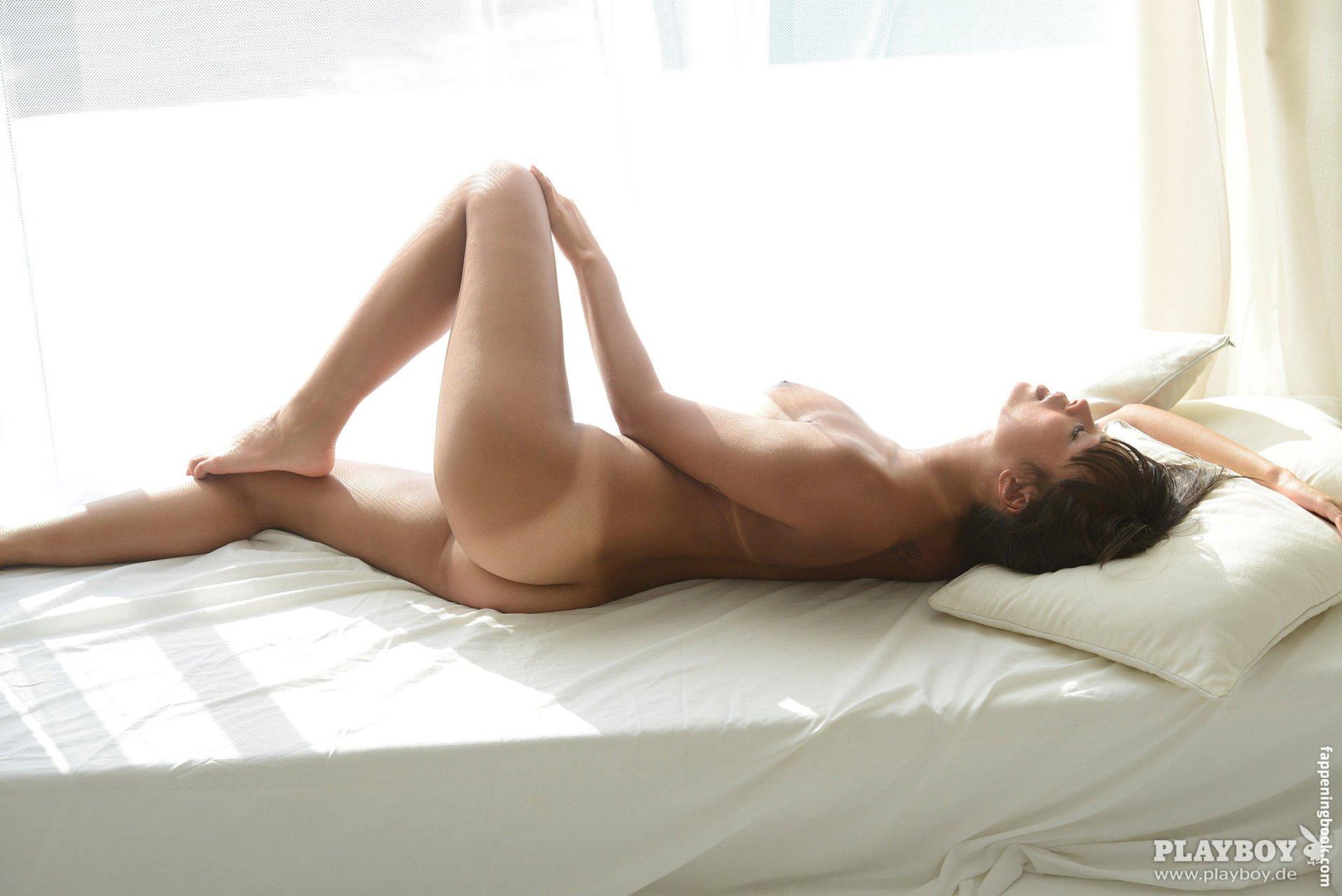 Nackt  Em Sheldon Melissa Joan