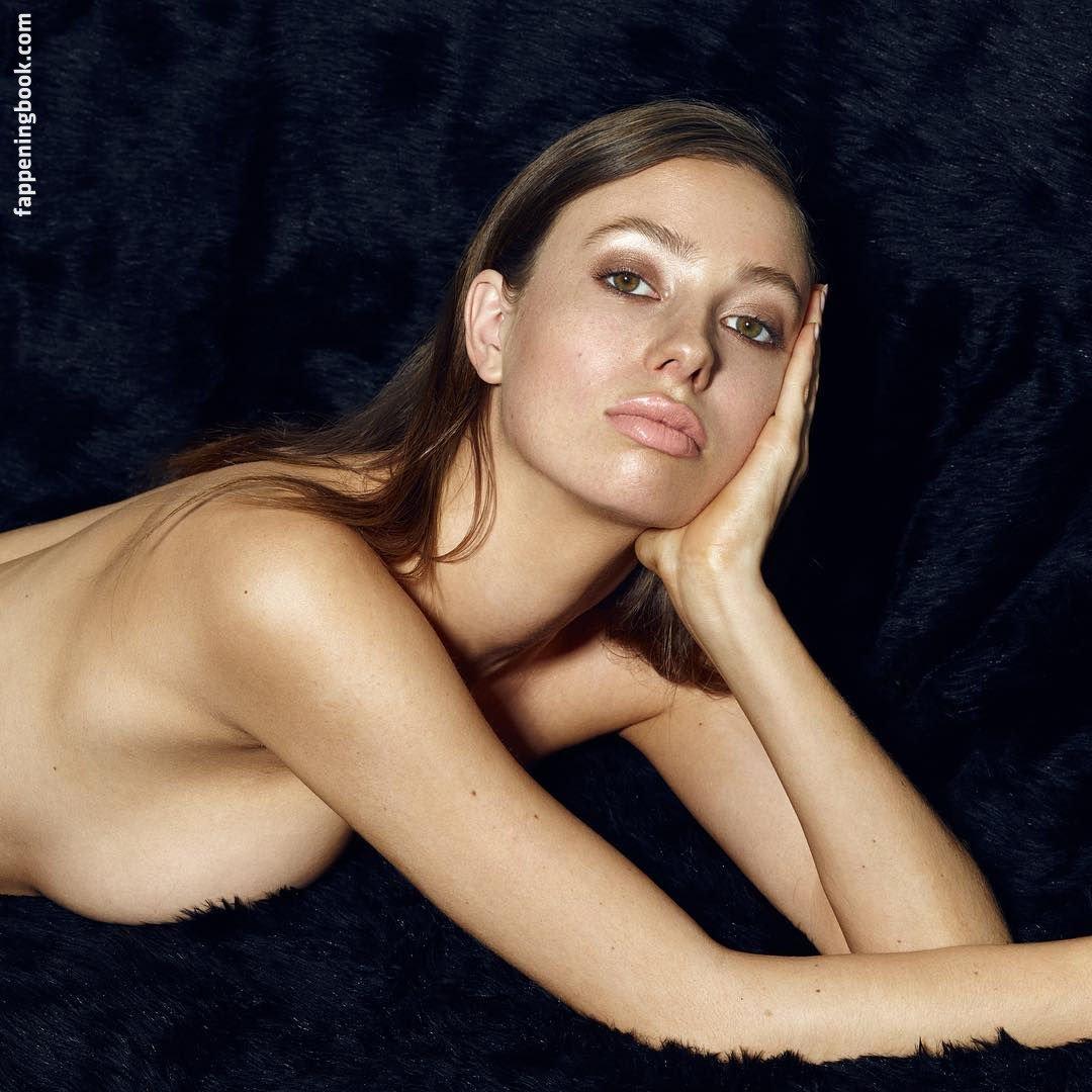 Tillie Medland  nackt