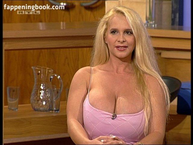 Nackt  Brenna Palughi Is Brenna
