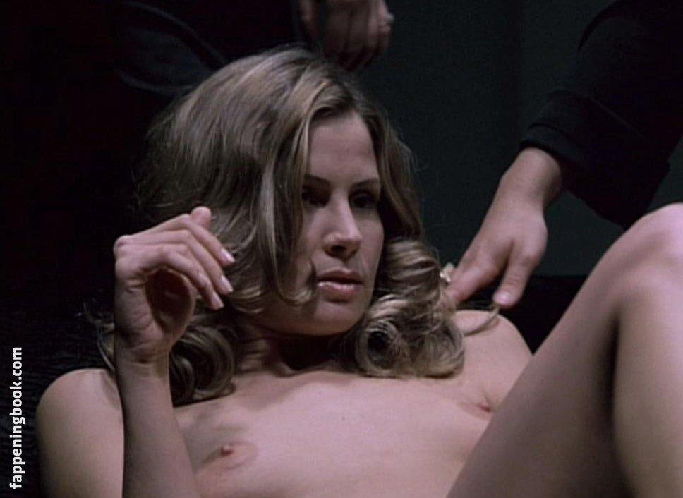 Tracy Hutson  nackt