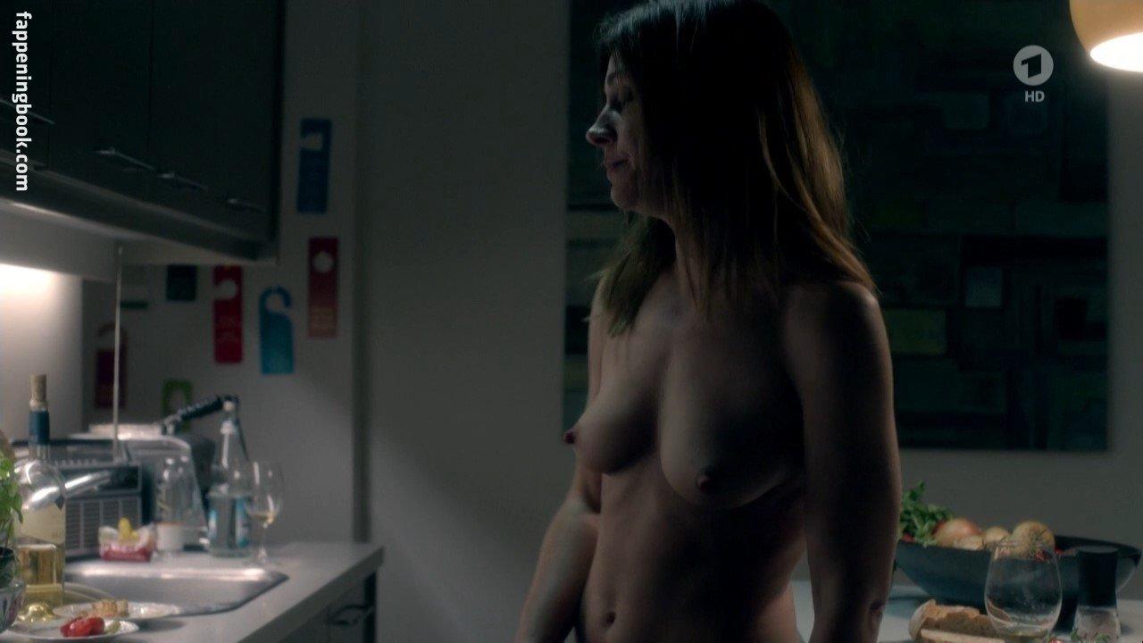 Nackt Phoebe Schrafft  Sexy Phoebe