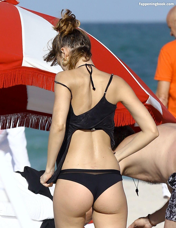 Corberó nude úrsula Ursula Corbero