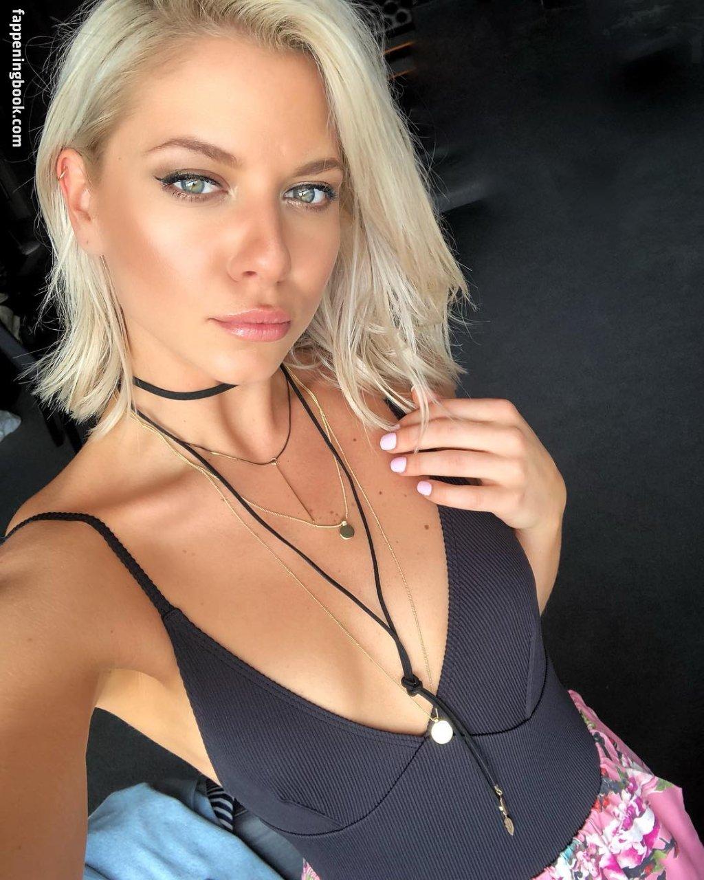 Lauren Devlin  nackt