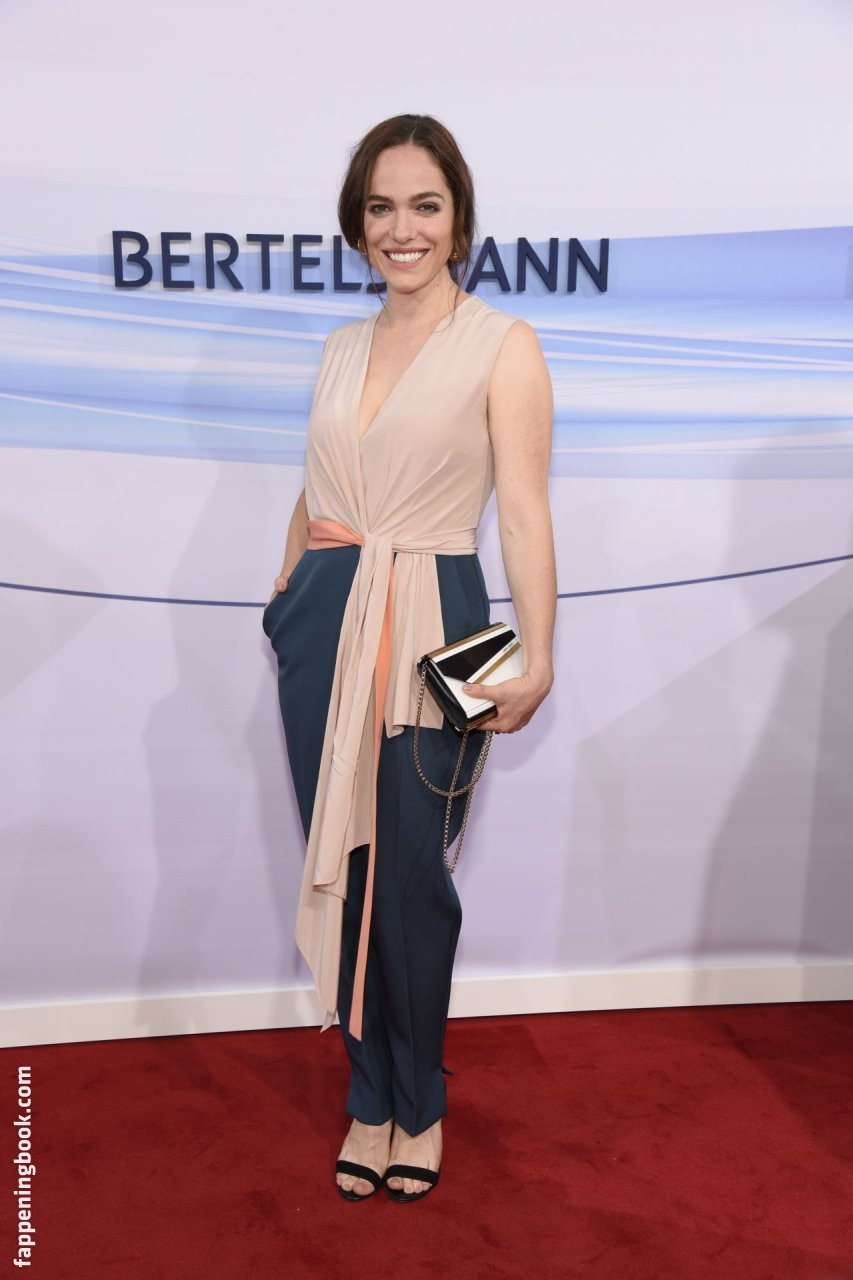 Verena Altenberger Nude