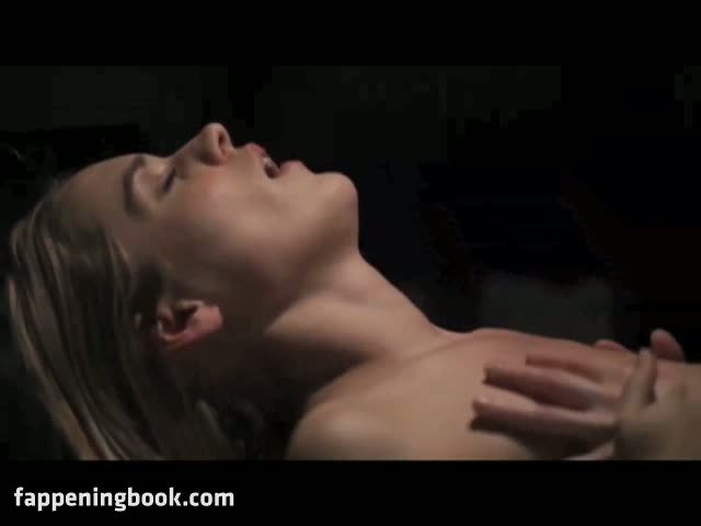 Taryn Maxximillian Dafoe  nackt