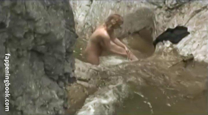Lucie Prsalova  nackt