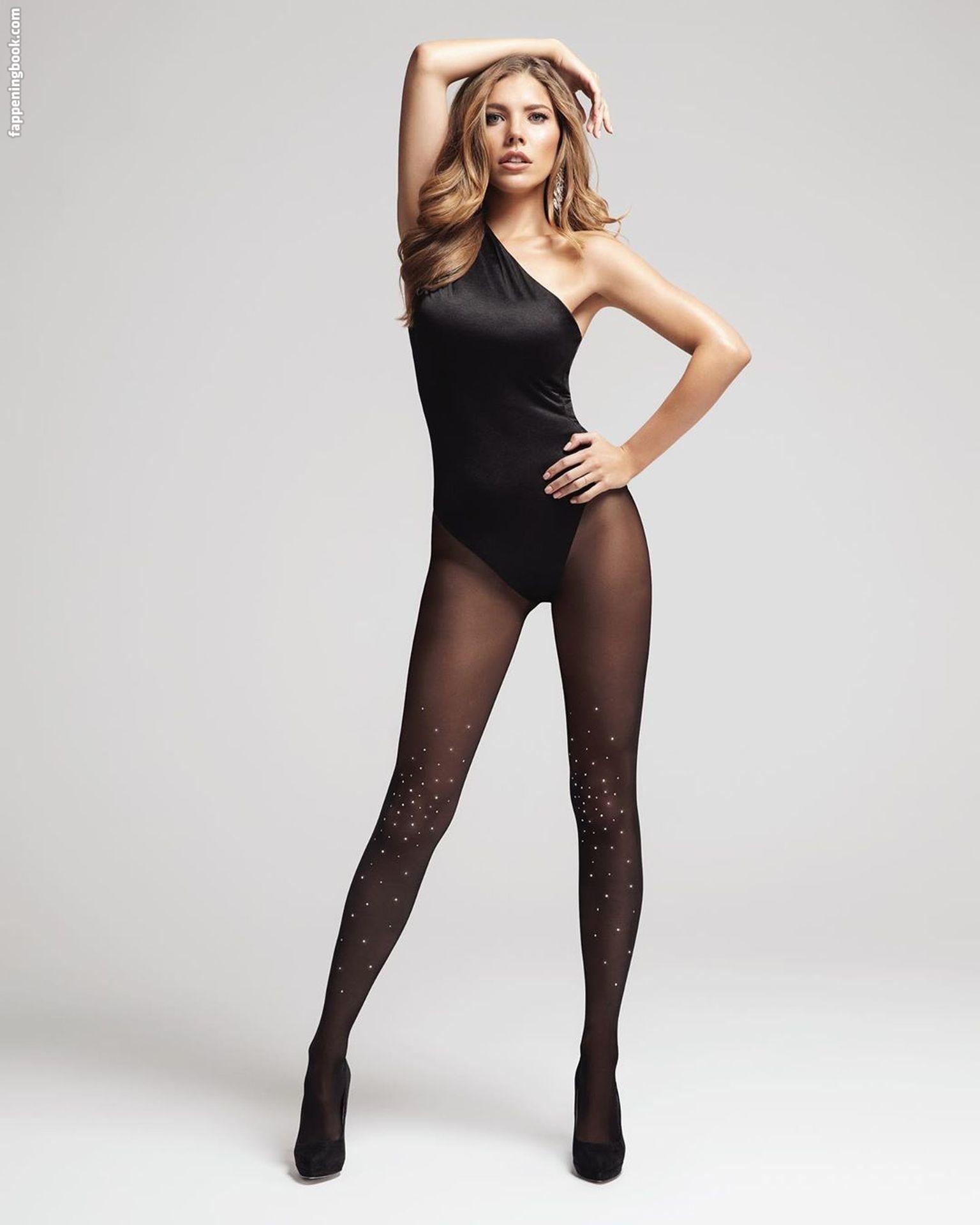 Victoria Swarovski Nude And Sexy Explicit Collection (117