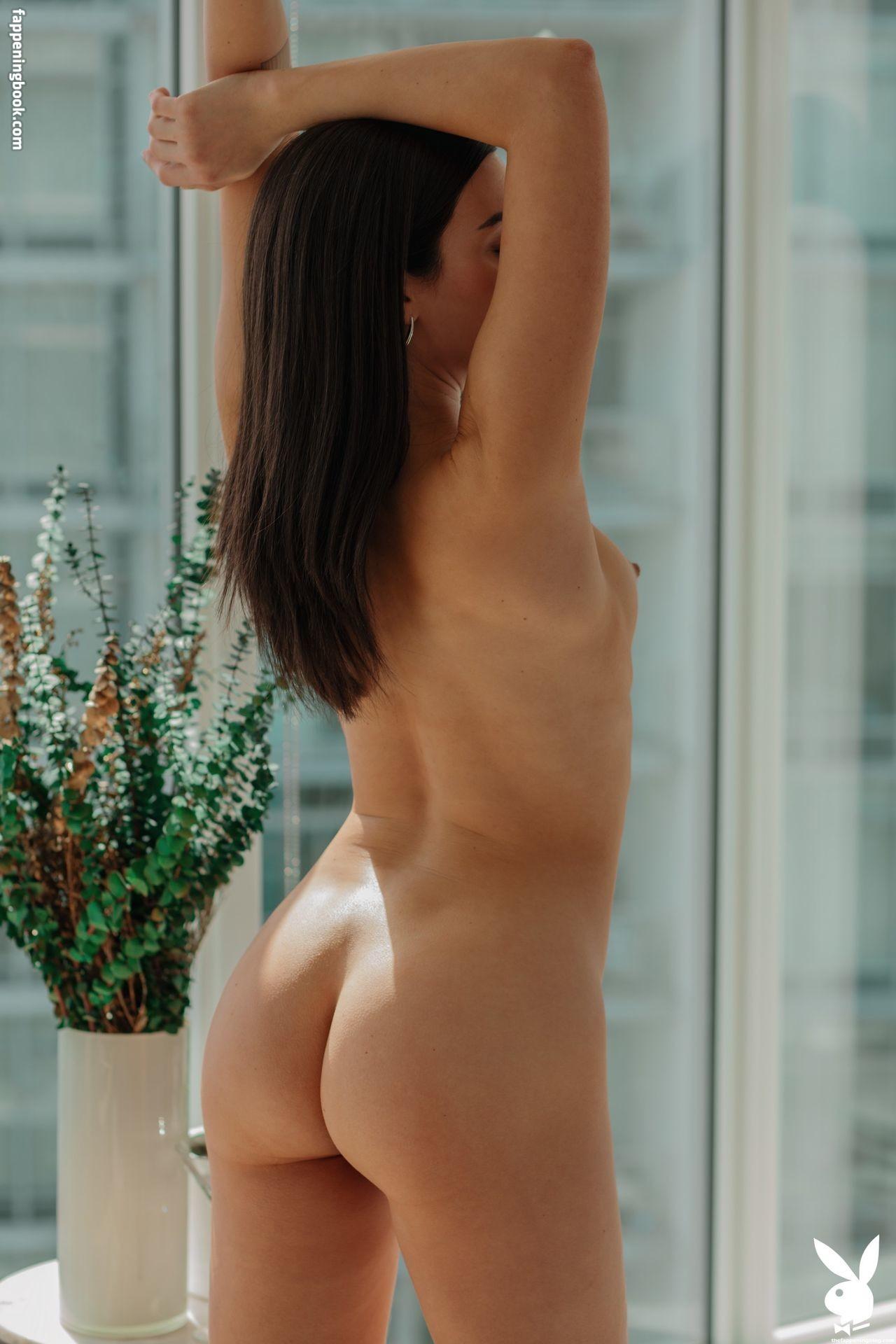 Zara Charles  nackt