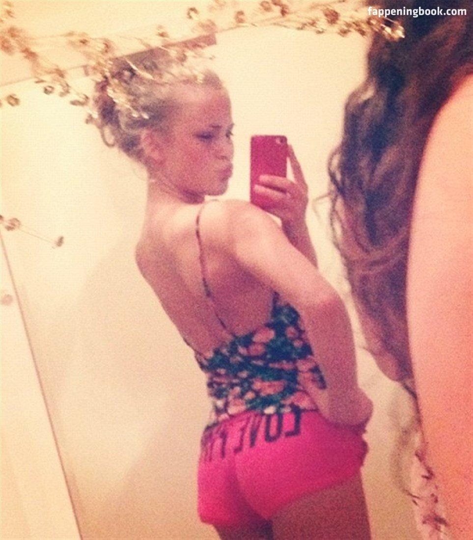 Zara Larsson Nude