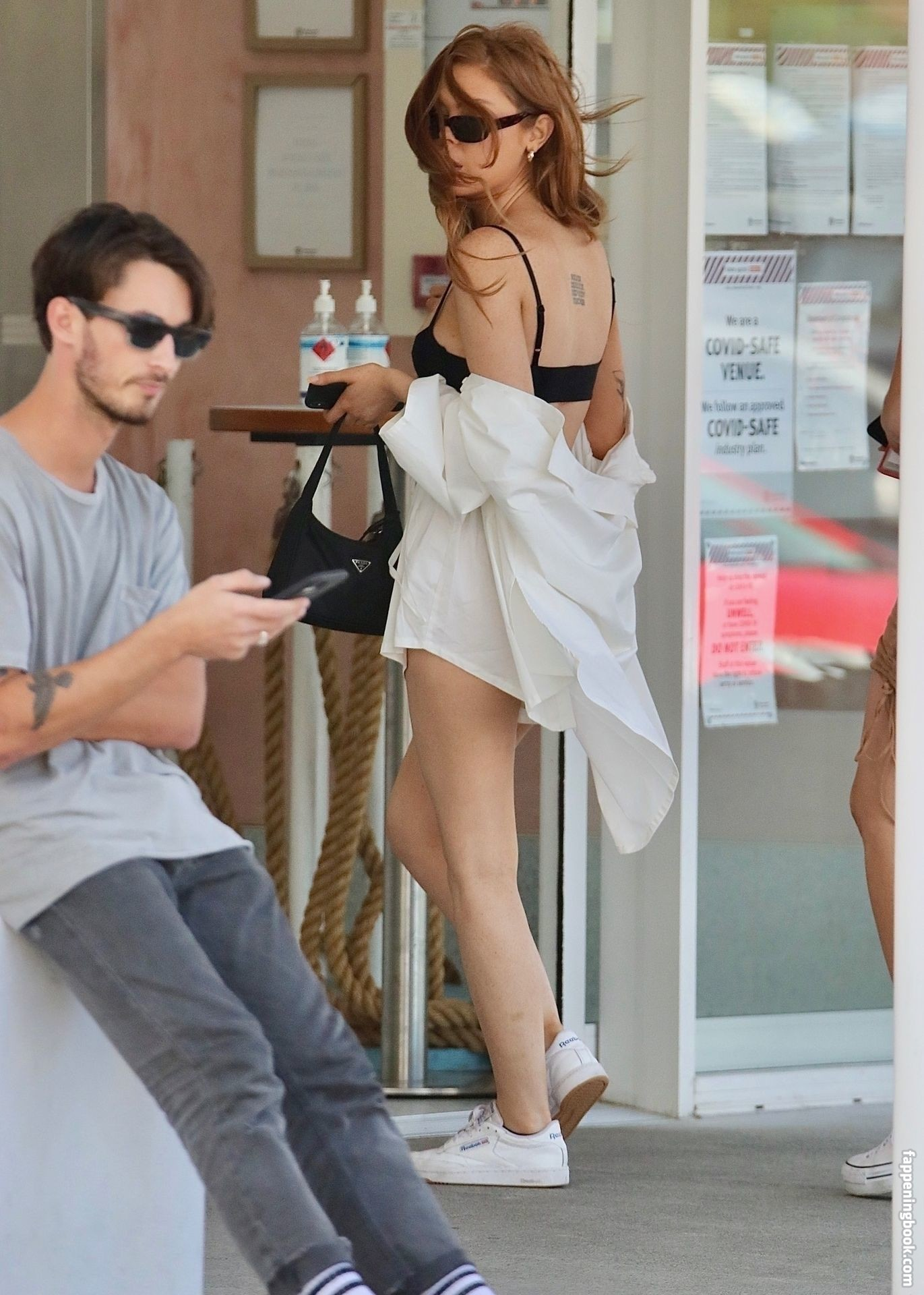 nackt McDonald Zoe-Clare Bachelor star